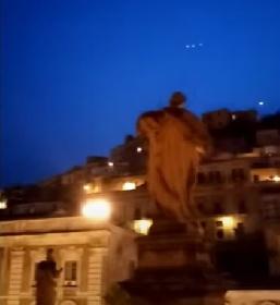 https://www.ragusanews.com//immagini_articoli/06-09-2021/ufo-mania-avvistamento-pure-a-modica-video-280.jpg