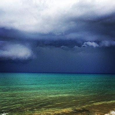 https://www.ragusanews.com//immagini_articoli/06-10-2014/1412610730-2-noi-in-barca-travolti-dalla-tromba-marina-video.jpg