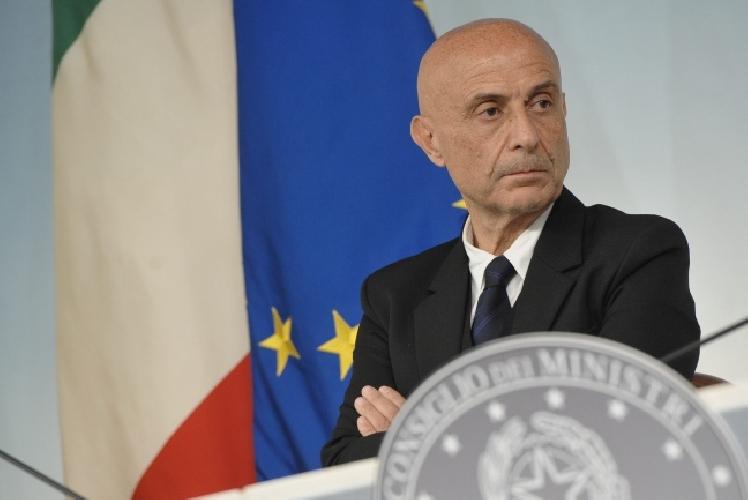 http://www.ragusanews.com//immagini_articoli/06-10-2017/roberto-ammatuna-ricevuto-ministro-minniti-500.jpg