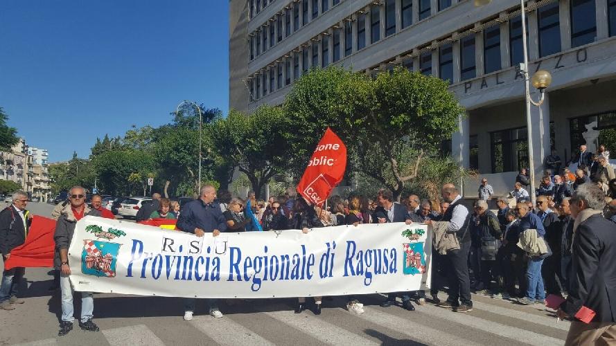 http://www.ragusanews.com//immagini_articoli/06-10-2017/sciopero-dipendenti-provincia-ragusa-500.jpg