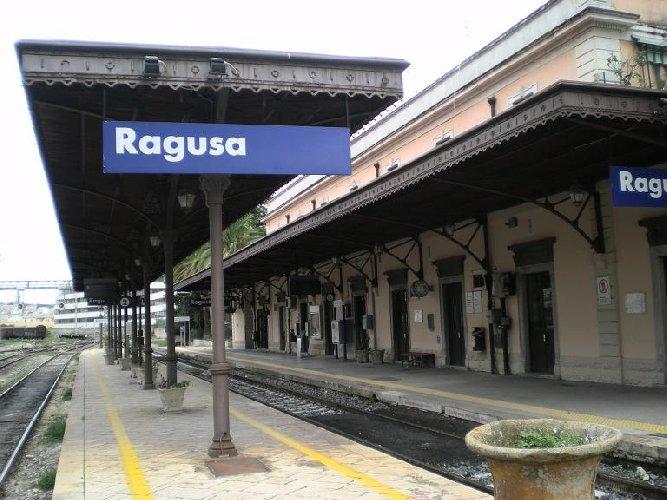 https://www.ragusanews.com//immagini_articoli/06-10-2018/napoletani-biglietti-ferroviari-acquistati-illecitamente-500.jpg