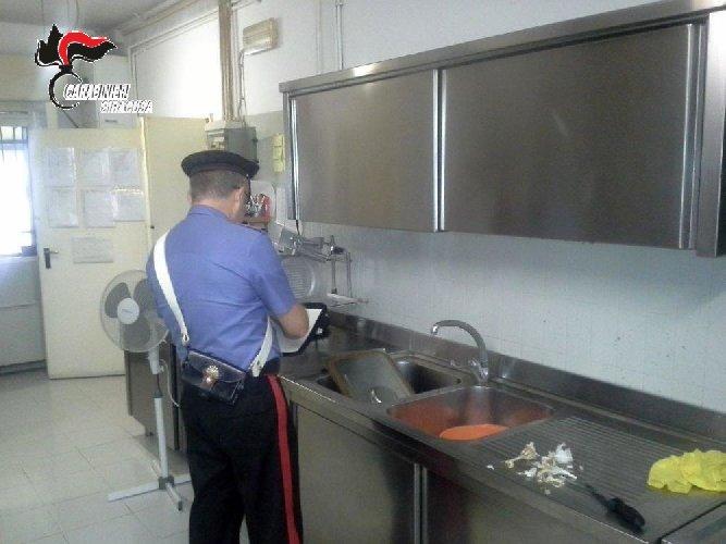 https://www.ragusanews.com//immagini_articoli/06-10-2019/i-nas-chiudono-un-ristorante-in-centro-in-ortigia-500.jpg