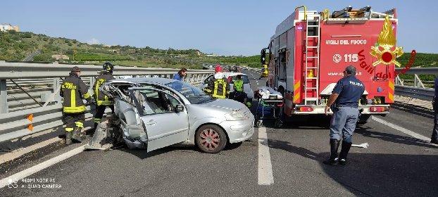 https://www.ragusanews.com//immagini_articoli/06-10-2020/e-morto-il-ferito-dell-incidente-sulla-siracusa-catania-280.jpg