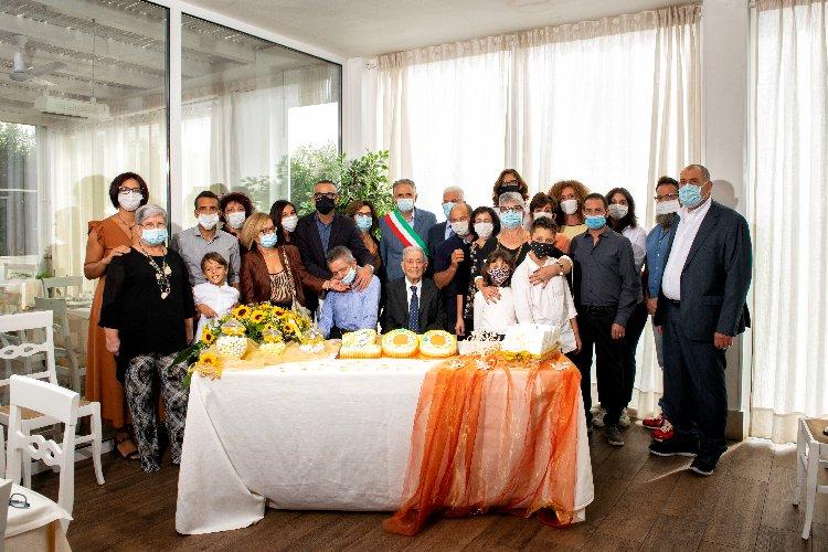 https://www.ragusanews.com//immagini_articoli/06-10-2020/i-100-anni-di-nonno-saro-zocco-500.jpg
