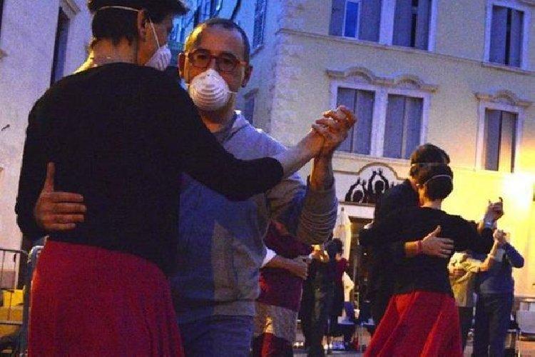 https://www.ragusanews.com//immagini_articoli/06-10-2020/vietato-ballare-500.jpg