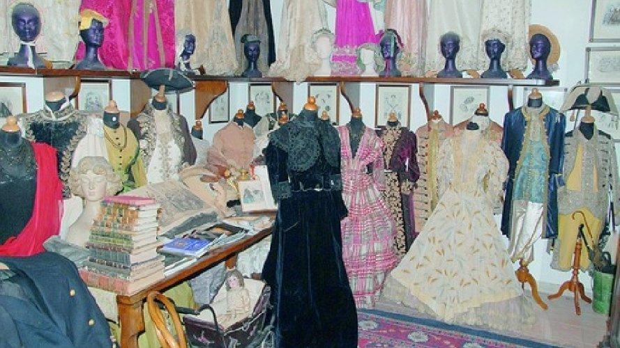 https://www.ragusanews.com//immagini_articoli/06-10-2020/visite-gratuite-al-museo-del-costume-del-castello-di-donnafugata-500.jpg