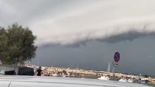https://www.ragusanews.com//immagini_articoli/06-10-2021/shelf-cloud-a-scoglitti-video-280.jpg