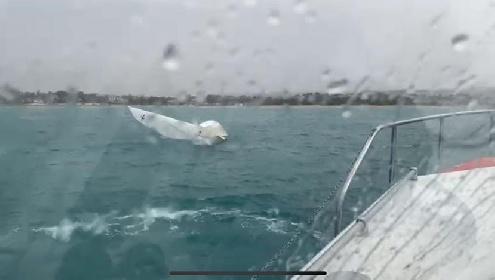 https://www.ragusanews.com//immagini_articoli/06-10-2021/soccorsi-due-diportisti-caduti-in-mare-da-una-barca-a-vela-a-maganuco-foto-280.jpg