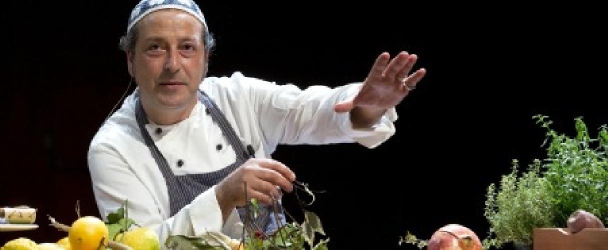 https://www.ragusanews.com//immagini_articoli/06-11-2012/e-carmelo-chiaramonte-annuncio-lezioni-di-frutta-500.jpg