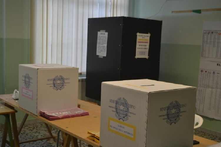 http://www.ragusanews.com//immagini_articoli/06-11-2017/catania-dimettono-presidenti-seggio-spoglio-rilento-500.jpg