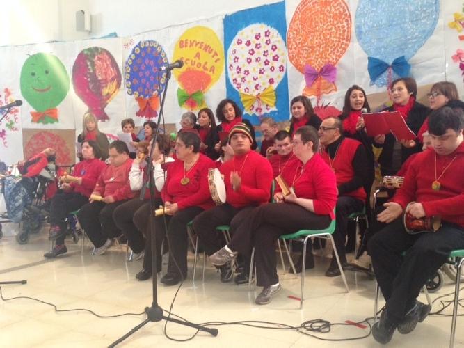 http://www.ragusanews.com//immagini_articoli/06-12-2013/spettacolo-dei-diversabili-alla-scuola-amore-500.jpg
