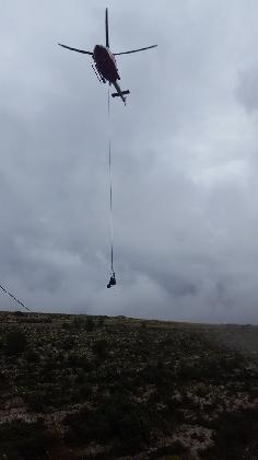 http://www.ragusanews.com//immagini_articoli/06-12-2016/bovino-cade-in-un-afratto-recuperato-con-l-elicottero-420.jpg