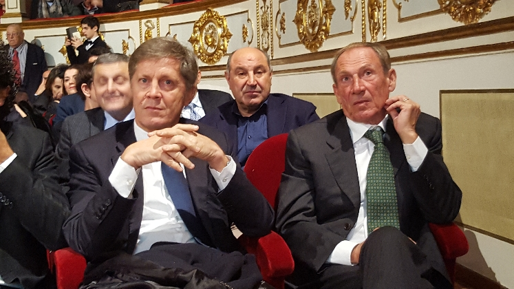 http://www.ragusanews.com//immagini_articoli/06-12-2016/premio-nazionale-del-calcio-siciliano-c-erano-anche-collovati-e-zeman-420.jpg