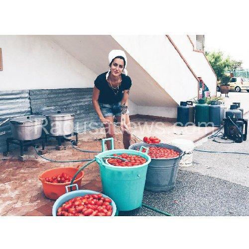 http://www.ragusanews.com//immagini_articoli/06-12-2017/levante-bottiglie-pomodoro-500.jpg