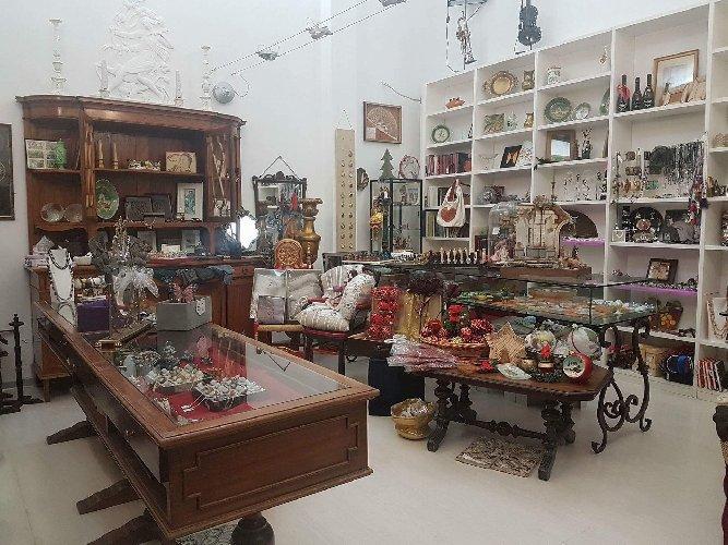 https://www.ragusanews.com//immagini_articoli/06-12-2017/modica-alta-chiude-negozio-svendita-natalizia-500.jpg