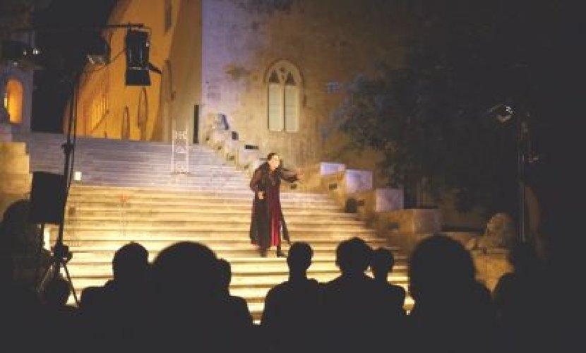 https://www.ragusanews.com//immagini_articoli/06-12-2018/ragusa-annullata-stagione-teatrale-castello-500.jpg