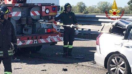 https://www.ragusanews.com//immagini_articoli/06-12-2019/incidente-autonomo-26enne-estratto-dalle-lamiere-dai-pompieri-240.jpg