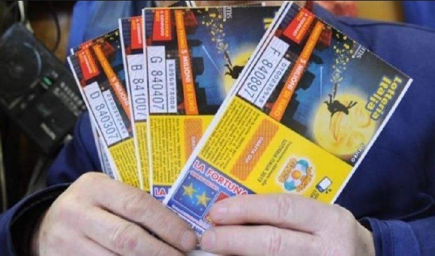 https://www.ragusanews.com//immagini_articoli/07-01-2018/lotteria-italia-biglietto-mila-euro-venduto-comiso-500.jpg