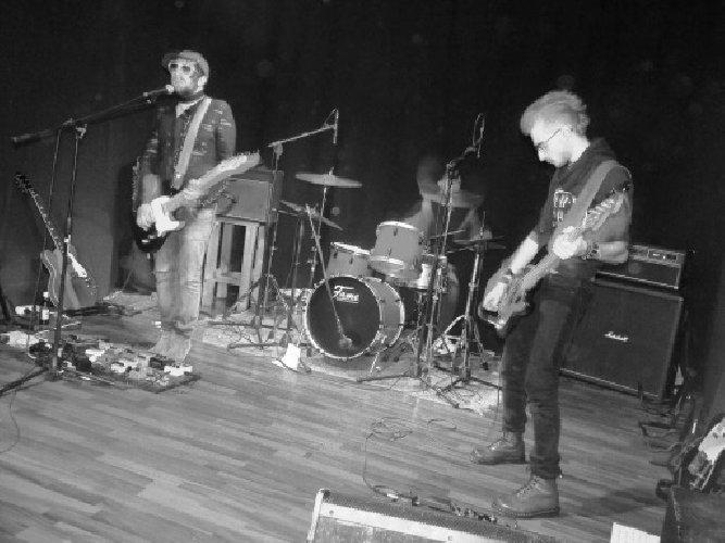 https://www.ragusanews.com//immagini_articoli/07-01-2019/1546892168-band-rock-ragusane-concerto-1-500.jpg