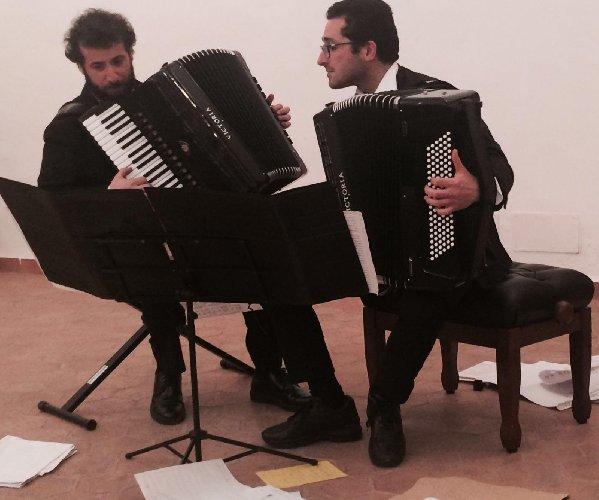 https://www.ragusanews.com//immagini_articoli/07-01-2019/maestri-fisarmonica-ragusa-500.jpg