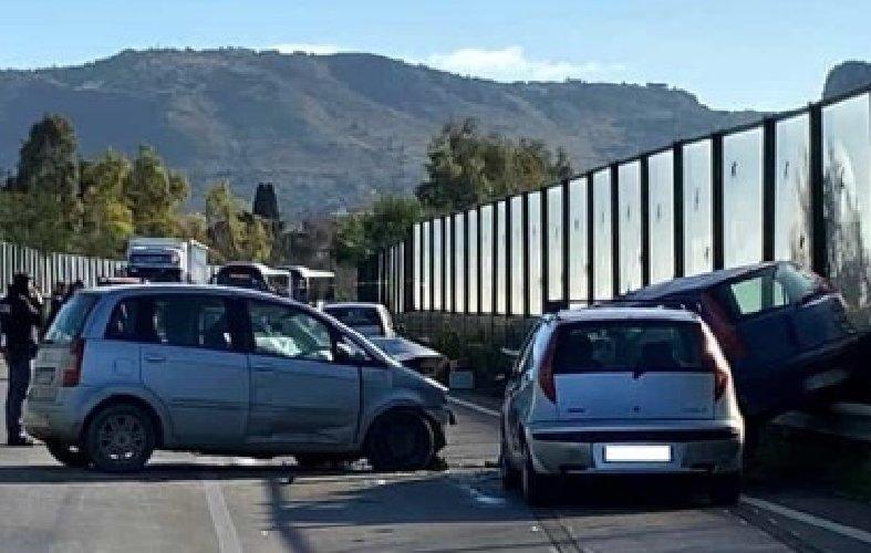 https://www.ragusanews.com//immagini_articoli/07-01-2020/incidente-scontro-tra-quattro-mezzi-due-morti-500.jpg