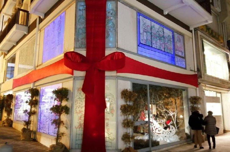https://www.ragusanews.com//immagini_articoli/07-01-2020/ragusa-e-i-negozi-dischiusi-la-fabbrica-di-babbo-natale-500.jpg