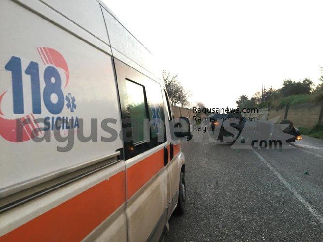 https://www.ragusanews.com//immagini_articoli/07-01-2021/cappotta-auto-sulla-ispica-pachino-500.jpg