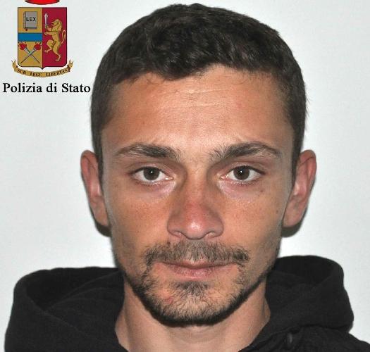 https://www.ragusanews.com//immagini_articoli/07-02-2015/arrestato-il-ladro-di-cava-d-aliga-500.jpg