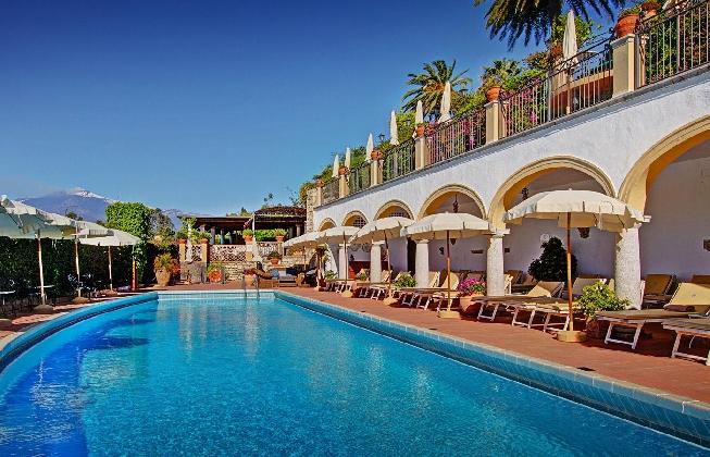 http://www.ragusanews.com//immagini_articoli/07-02-2017/hotel-domenico-taormina-potrebbe-finire-mano-inglesi-420.jpg