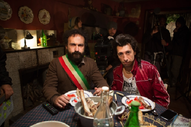 http://www.ragusanews.com//immagini_articoli/07-02-2017/omicidio-italiana-film-maccio-capatonda-trailer-420.jpg