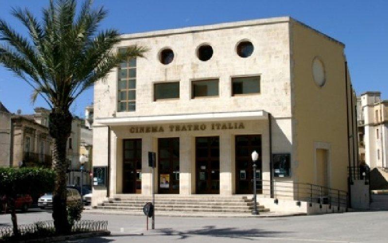 https://www.ragusanews.com//immagini_articoli/07-02-2018/scicli-stasera-laria-continente-cine-teatro-italia-500.jpg