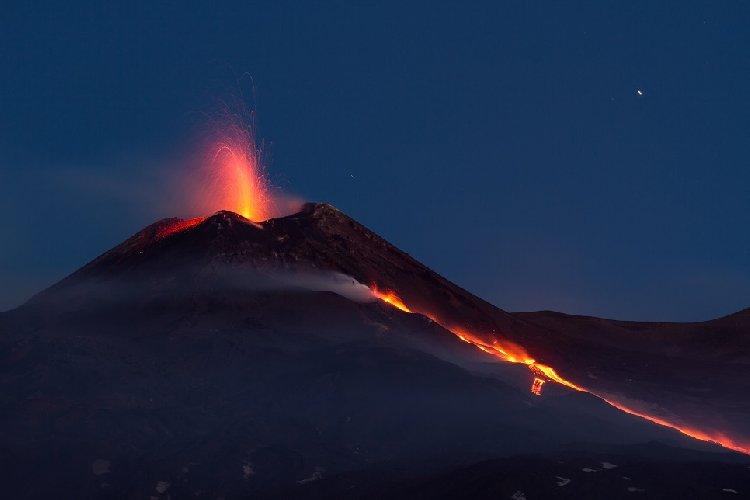 https://www.ragusanews.com//immagini_articoli/07-02-2018/scoperte-sulletna-magma-proviene-scarpata-malta-500.jpg