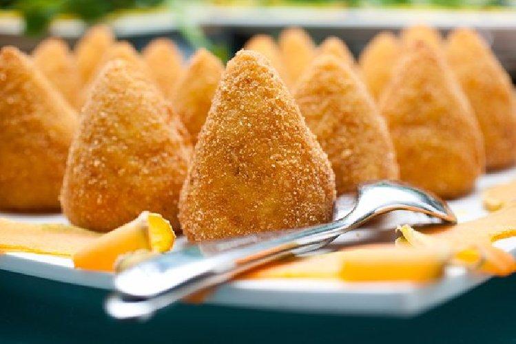 https://www.ragusanews.com//immagini_articoli/07-02-2018/sicilia-seconda-regione-scelta-turisti-offerta-gastronomica-500.jpg