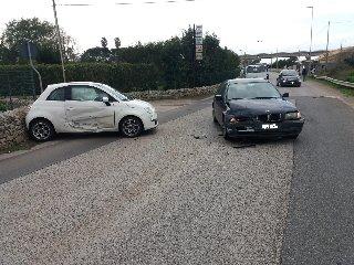 https://www.ragusanews.com//immagini_articoli/07-02-2019/1549550177-modica-incidenti-strada-foto-1-240.jpg