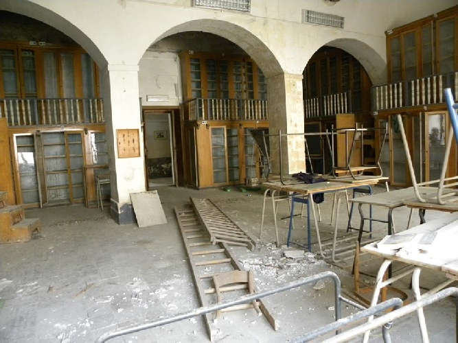 http://www.ragusanews.com//immagini_articoli/07-03-2014/il-palazzo-degli-studi-abbandonato-500.jpg