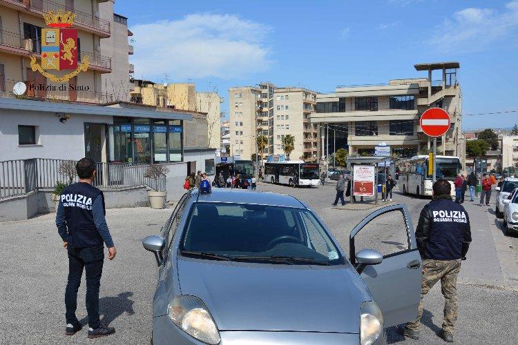https://www.ragusanews.com//immagini_articoli/07-03-2019/arrestata-donna-albanese-faceva-corriere-droga-500.jpg