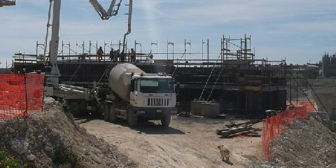 https://www.ragusanews.com//immagini_articoli/07-03-2020/arresta-due-rumeni-rubavano-carburante-cantieri-autostradali-240.jpg