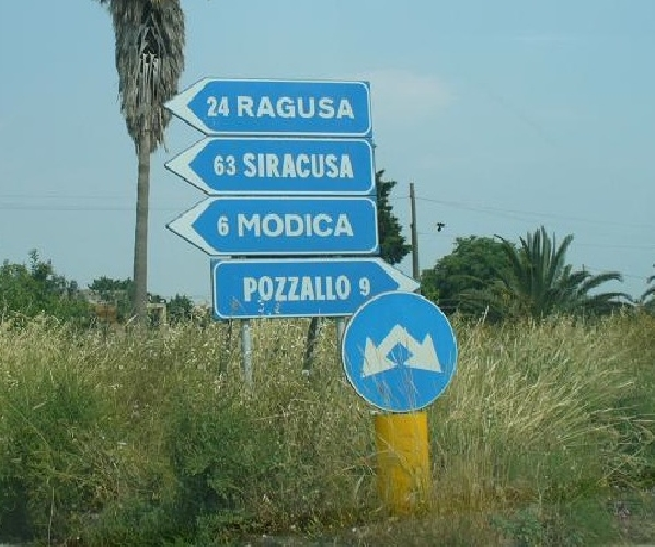 http://www.ragusanews.com//immagini_articoli/07-04-2014/130-tabelle-segnaleranno-modica-ai-turisti-500.jpg