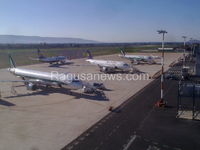 http://www.ragusanews.com//immagini_articoli/07-04-2015/aeroporto-comiso-non-dovra-pagare-10-milioni-di-euro-500.jpg