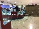 https://www.ragusanews.com//immagini_articoli/07-04-2016/furto-da-triumph-bottino-da-50mila-euro-foto-100.jpg