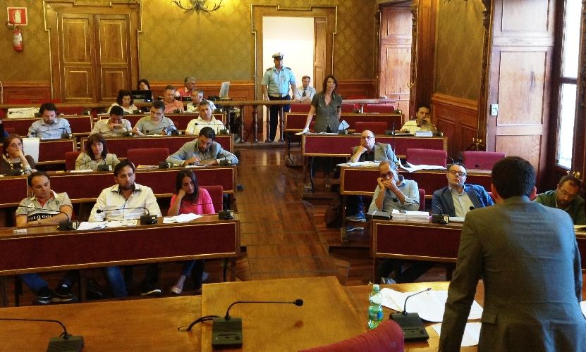 http://www.ragusanews.com//immagini_articoli/07-04-2017/amministrazione-ragusa-taglia-doposcuola-tensione-consiglio-500.jpg