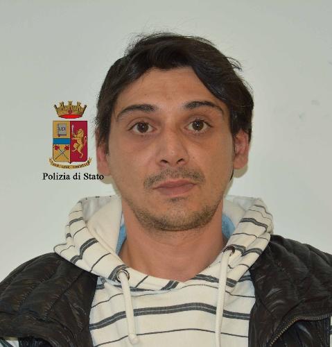 http://www.ragusanews.com//immagini_articoli/07-04-2017/droga-arrestati-spacciatori-500.jpg