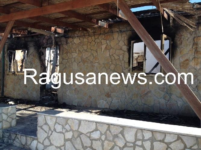 http://www.ragusanews.com//immagini_articoli/07-04-2017/incendio-casa-filippa-stato-guasto-elettrico-500.jpg
