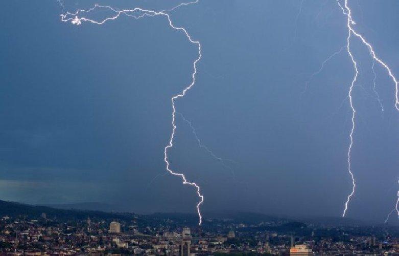 https://www.ragusanews.com//immagini_articoli/07-04-2019/temporali-e-forti-raffiche-di-vento-allerta-gialla-in-sicilia-500.jpg