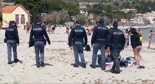 https://www.ragusanews.com//immagini_articoli/07-04-2021/mondello-ultimo-tuffo-prima-del-rosso-ma-arriva-la-polizia-video-280.jpg