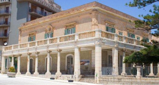 https://www.ragusanews.com//immagini_articoli/07-04-2021/si-restaura-lo-storico-palazzo-musso-a-pozzallo-280.jpg