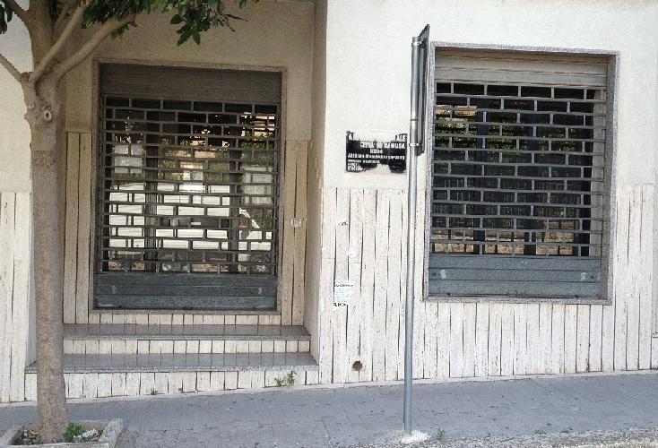 http://www.ragusanews.com//immagini_articoli/07-05-2015/ragusa-archivio-comunale-il-comune-riduce-i-servizi-ai-cittadini-500.jpg
