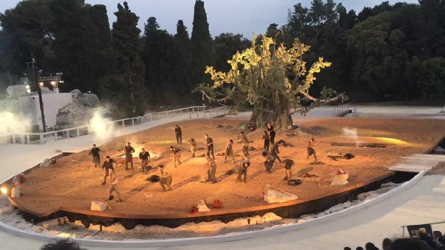 http://www.ragusanews.com//immagini_articoli/07-05-2017/grande-albero-sette-tebe-500.jpg