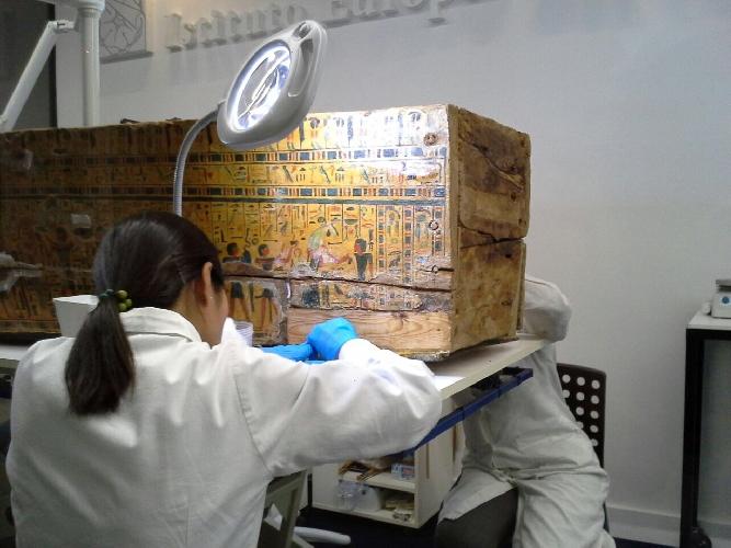 https://www.ragusanews.com//immagini_articoli/07-05-2017/sarcofagi-egizi-restauro-mostra-siracusa-foto-500.jpg