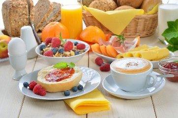 https://www.ragusanews.com//immagini_articoli/07-05-2019/la-colazione-per-chi-e-a-dieta-i-consigli-per-perdere-peso-240.jpg